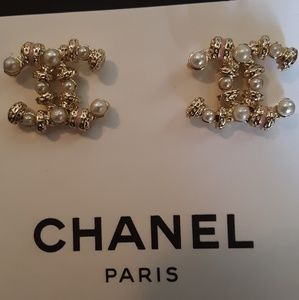 New!💐CHANEL Pink Pearl Studs!💐